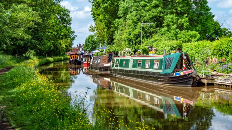 Canal résidentiel et de vacances Narrowboats, de Worcester et de Birmingham, Worcestershire image libre de droits