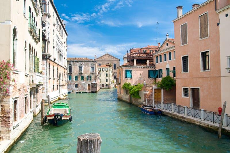 Canal romântico em Veneza imagem de stock