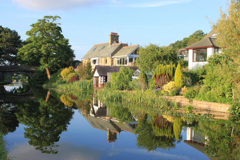Download Canal Side Houses By Lancaster Canal, Lancaster. Editorial Stock Image - Image: 25450589