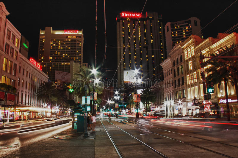 Canal Street de Nova Orleães na noite imagem de stock