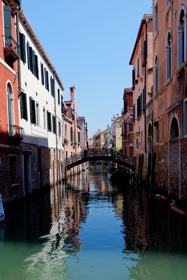 Canal Venecia, Venezia, Italia, Italia del puente de las casas imagen de archivo libre de regalías