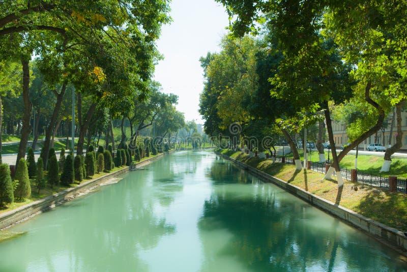 Canale di Anhor in Taškent fotografia stock