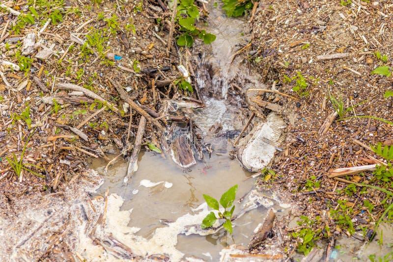 Canale di scarico delle acque luride e dello spreco fotografia stock libera da diritti