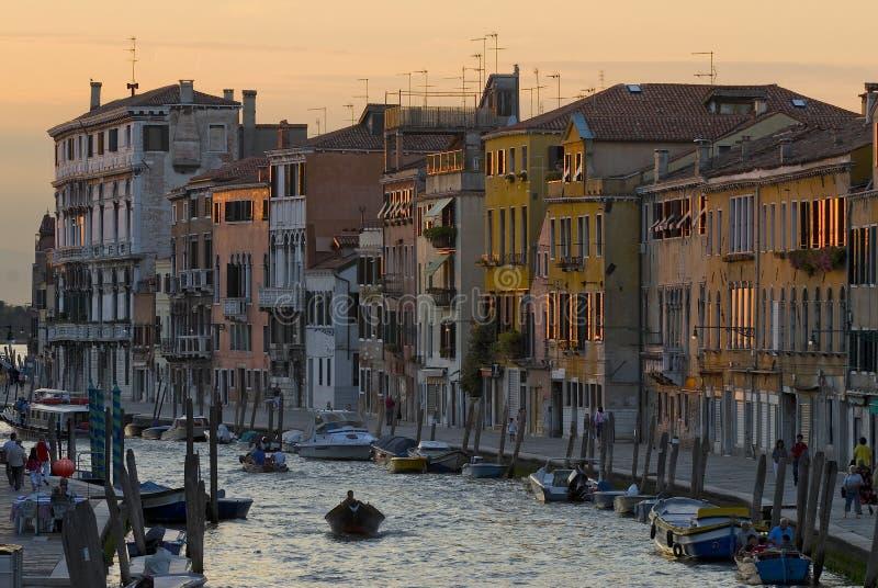 Download Canale di Venezia immagine stock. Immagine di finestre - 3890797