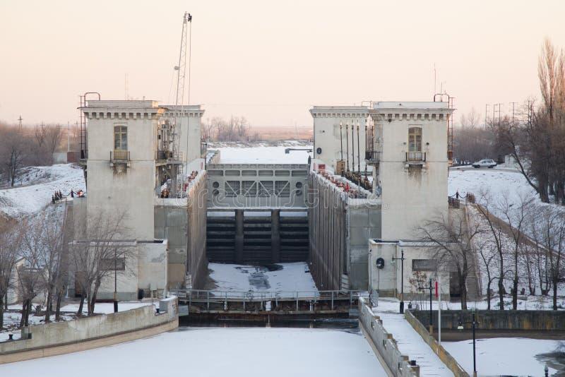 Canale di Volga-Don nominato dopo VI Lenin, l'ingresso 2, inverno Volgograd immagine stock