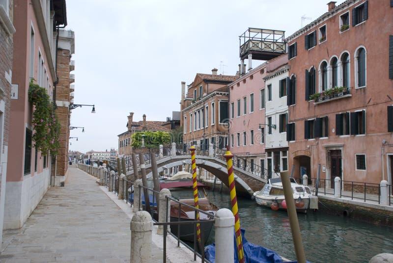 Canale laterale calmo a Venezia fotografia stock libera da diritti
