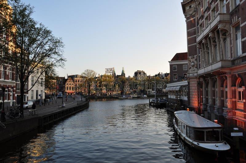 Canale navigabile a Amsterdam fotografia stock