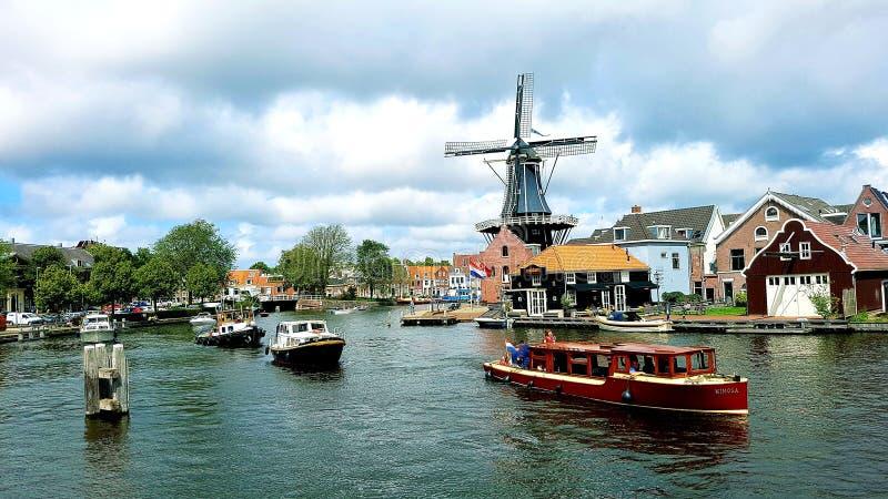 Canale navigabile a Haarlem fotografia stock