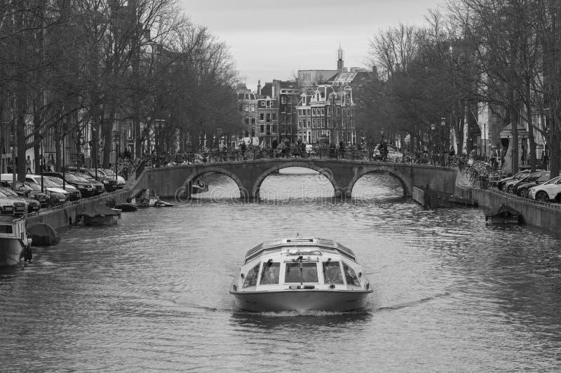 Canales de Amsterdam en blanco y negro foto de archivo libre de regalías
