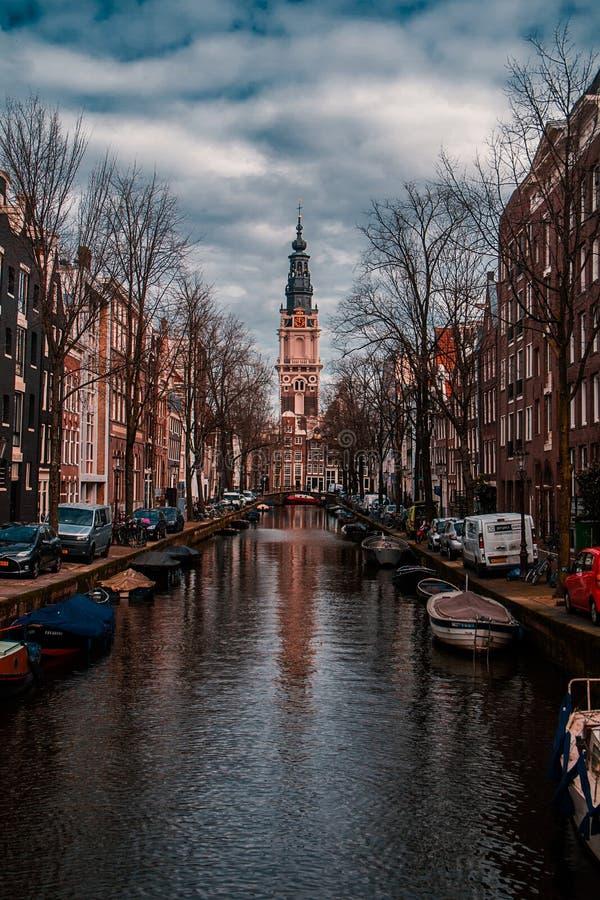 Canales de Amsterdam en un día soleado fotografía de archivo