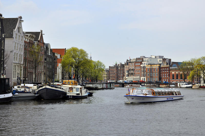 Canales de la ciudad de Amsterdam fotos de archivo libres de regalías