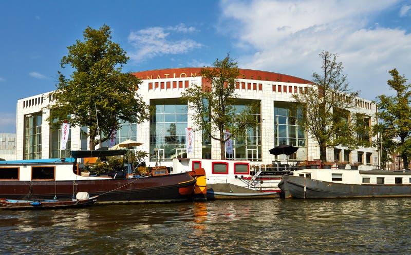 Canales y barcos de Amsterdam fotos de archivo