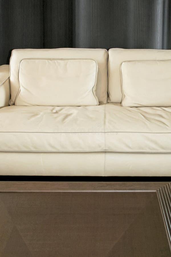 Canapé et table photo libre de droits