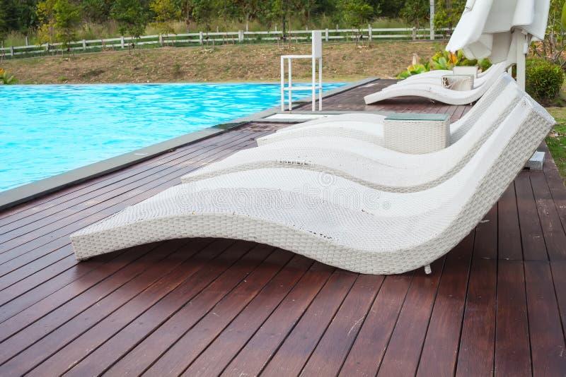 Canapés de Poolside photo stock