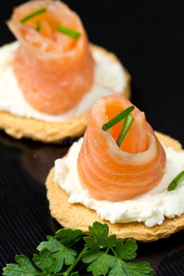 Canape avec des saumons photo stock