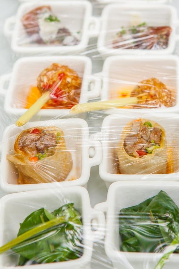 Canape; Decoração e alimentos que são envolvidos com plástico imagem de stock