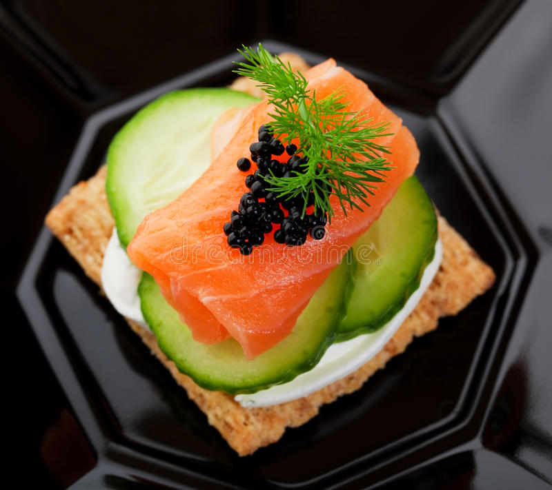 Canape del caviar y de los salmones fotografía de archivo libre de regalías