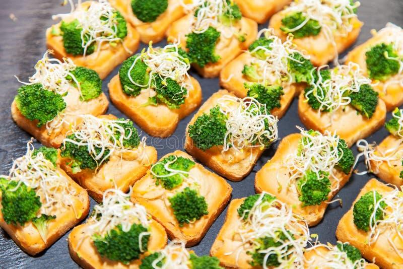 Canape do vegetariano com brócolis fotos de stock royalty free