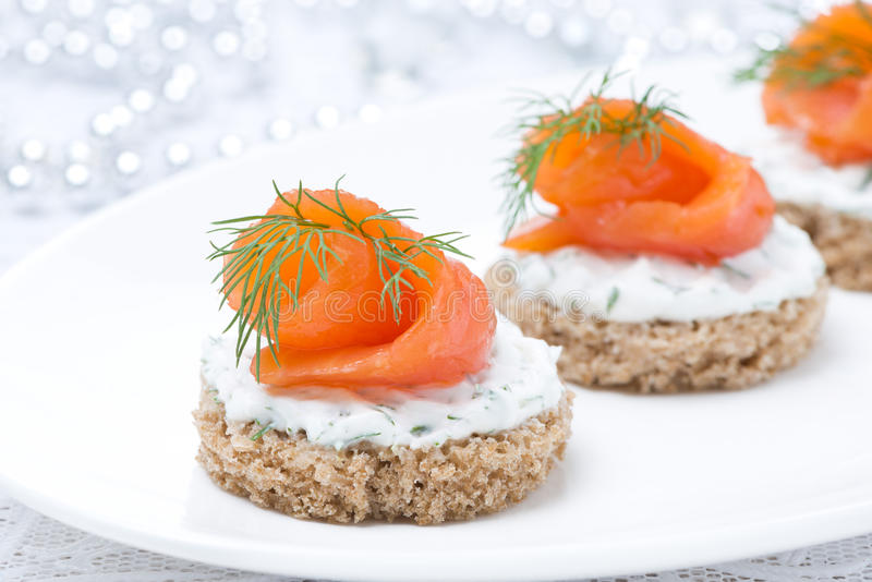 Canape with rye bread cream cheese salmon and greens for Cream cheese canape