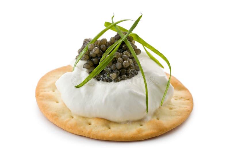 Canapes con el caviar y la nata Fraiche foto de archivo libre de regalías