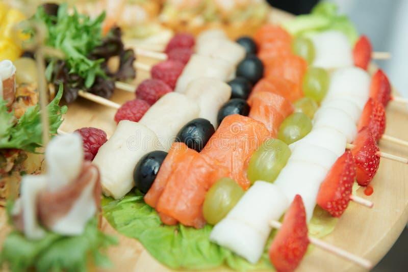 Canapes de color salmón, foco estrecho imágenes de archivo libres de regalías