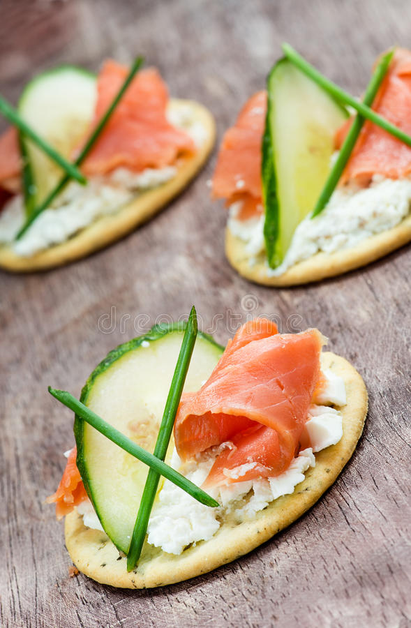 Canapes with smoked salmon cucumber and cream cheese for Smoked salmon cream cheese canape