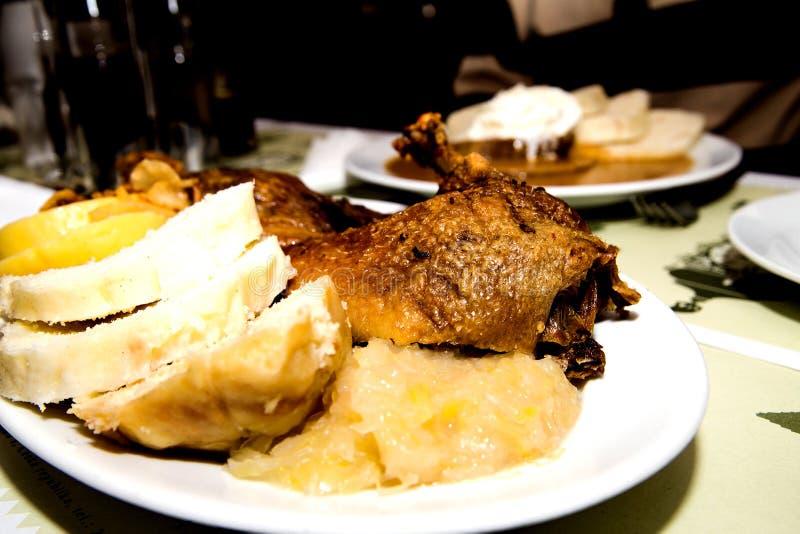 Canard et boulettes avec le chou image libre de droits