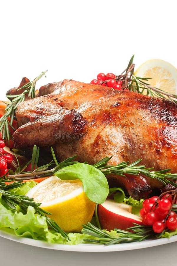 Canard rôti avec des légumes photographie stock