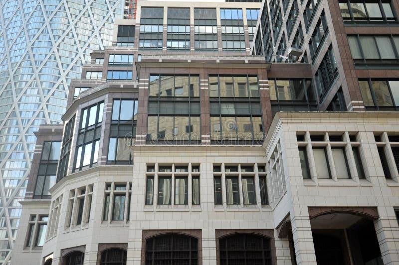 Canary Wharf är den huvudsakliga finansiella mitten av Förenade kungariket placerade i London arkivbild