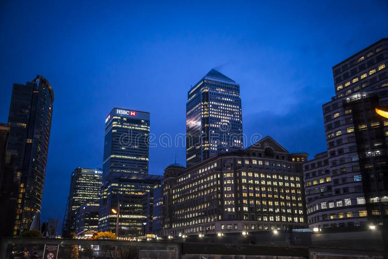 Canary Wharf τη νύχτα, Λονδίνο, UK στοκ εικόνα με δικαίωμα ελεύθερης χρήσης