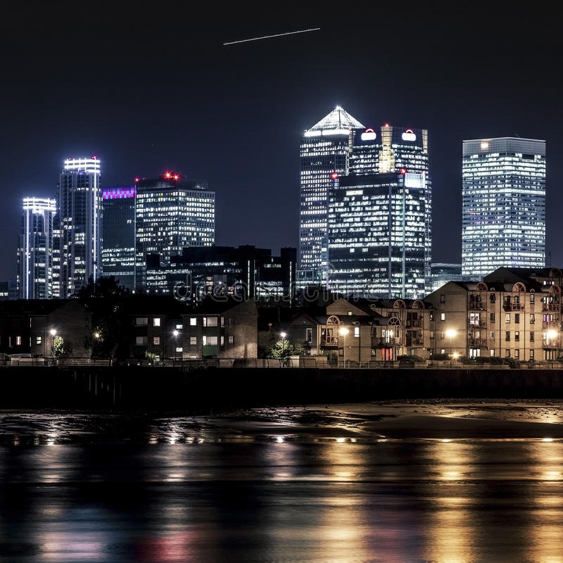 Canary Wharf au crépuscule photographie stock libre de droits