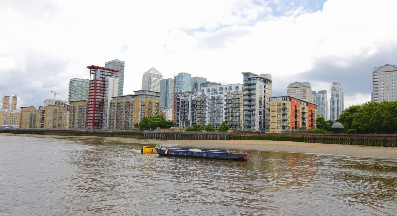 Canary Wharf jest ważnym dzielnicą biznesu lokalizować w Basztowych przysiółkach, Wschodni Londyn zdjęcia royalty free