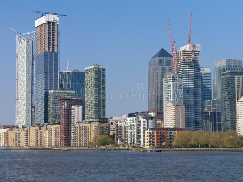 Canary Wharf London' finansiellt nav för s royaltyfria bilder