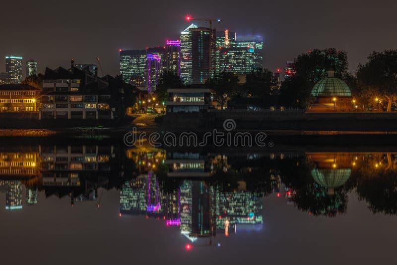 Canary Wharf-Nachtansicht lizenzfreie stockfotografie