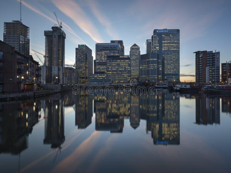 Canary Wharf-Reflexion lizenzfreies stockfoto