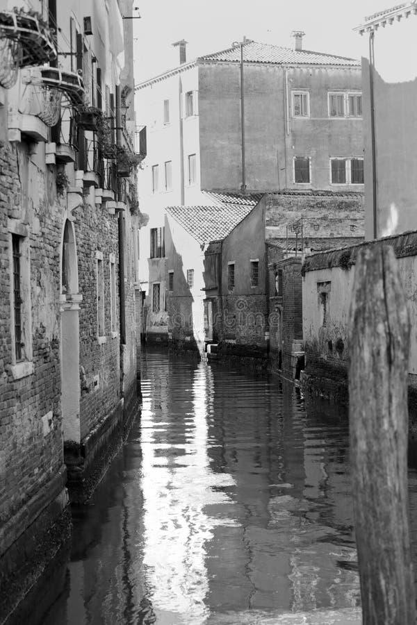 Canaux de Venise en noir et blanc photos libres de droits
