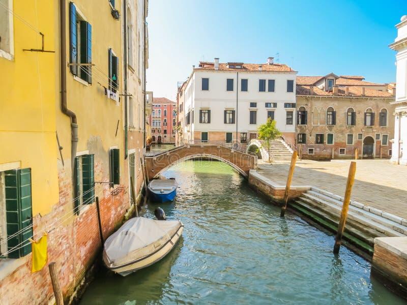Canaux de Venise pendant l'été images libres de droits
