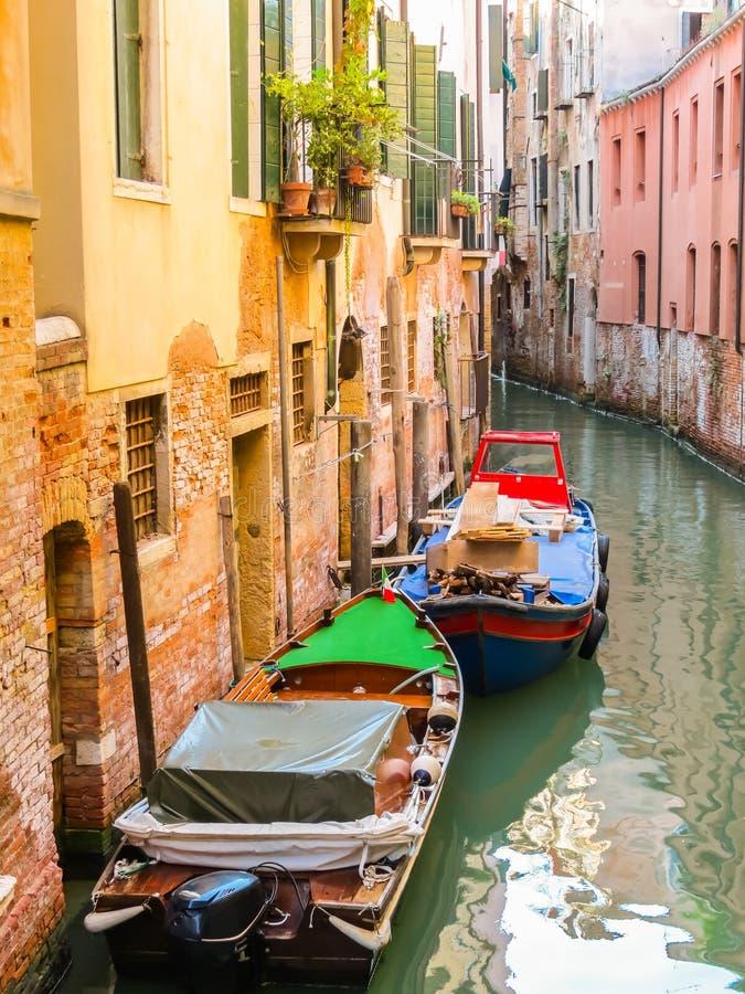 Canaux de Venise pendant l'été image libre de droits
