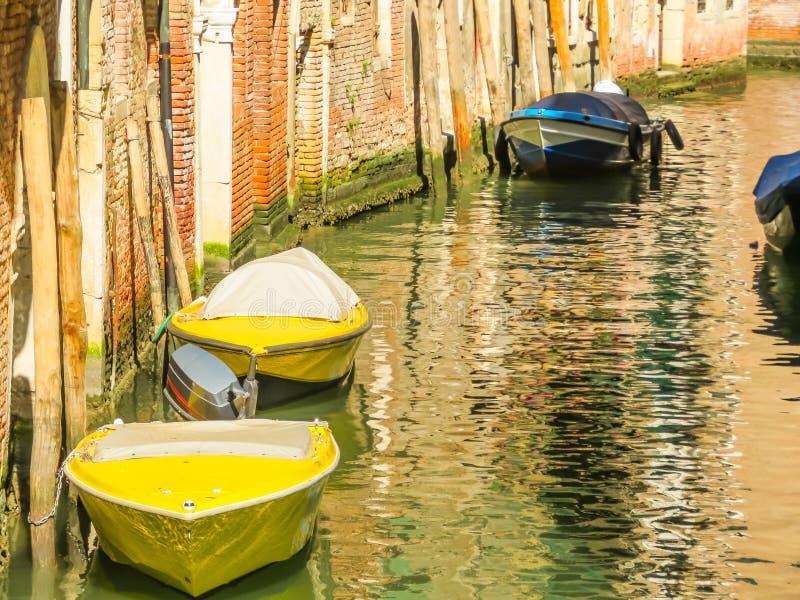 Canaux de Venise pendant l'été image stock