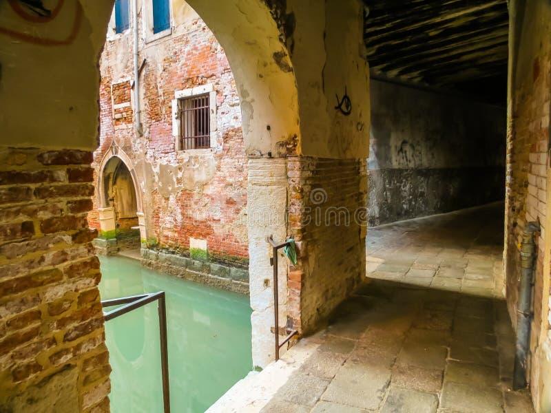Canaux de Venise pendant l'été photo libre de droits