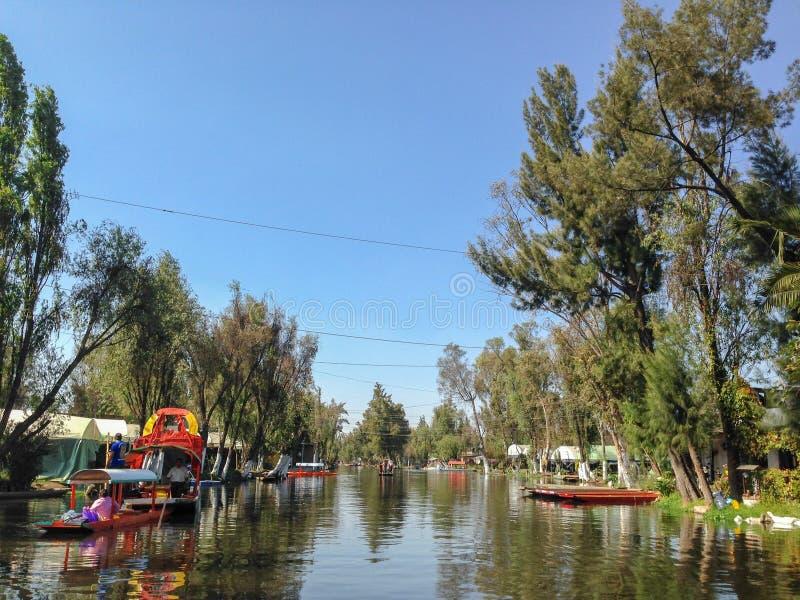 Canaux de Xochimilco à Mexico photos stock