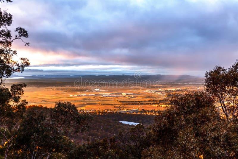 Canberra Airport Morning Sunlight Australien lizenzfreies stockfoto