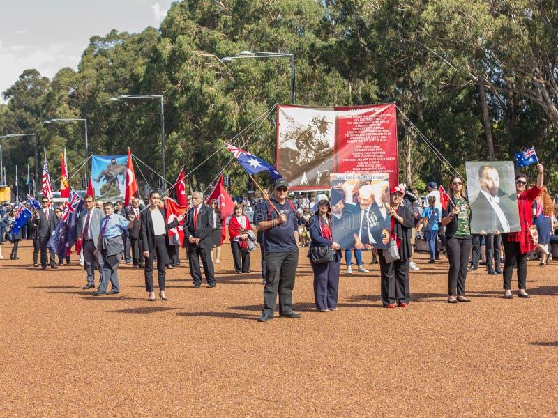 """CANBERRA, AUSTRALIA †""""Kwiecień 25, 2019: Kontyngent przygotowywa maszerować przy Anzac dnia Krajową ceremonią trzymającą dorocz zdjęcia stock"""