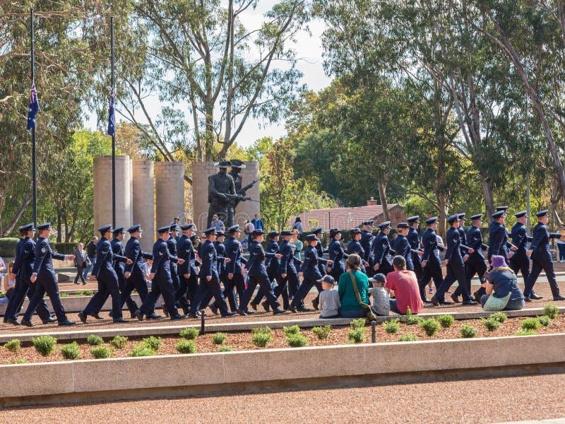 """CANBERRA, AUSTRALIA †""""Kwiecień 25, 2019: Kontyngent wmarsz przy Anzac dnia Krajową ceremonią trzymającą dorocznie w Canberra obraz stock"""