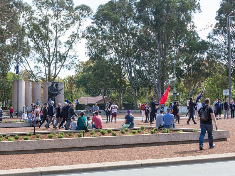 """CANBERRA, AUSTRALIA †""""Kwiecień 25, 2019: Kontyngent wmarsz przy Anzac dnia Krajową ceremonią trzymającą dorocznie w Canberra fotografia stock"""