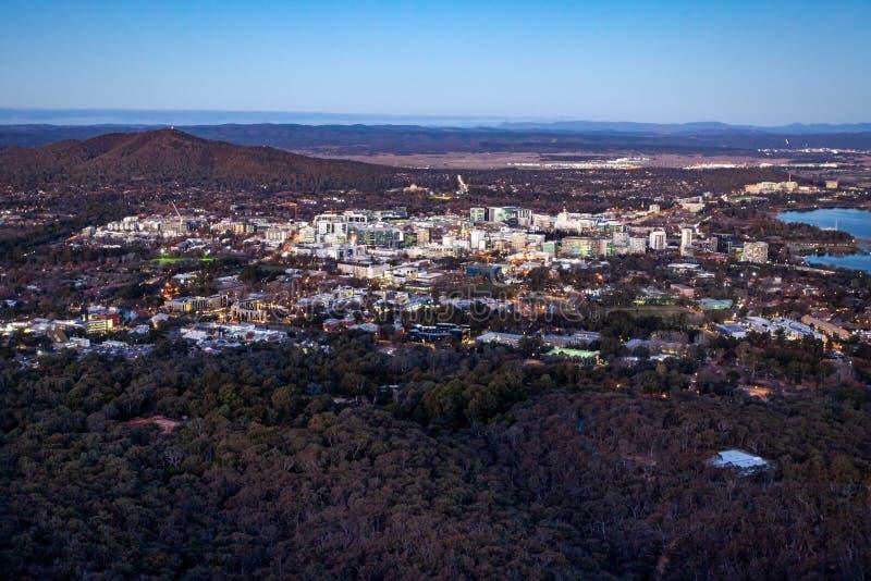 Canberra City op Dusk Australia royalty-vrije stock foto