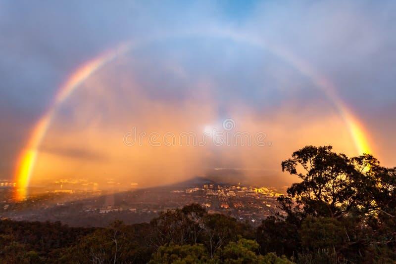 Canberra City Winter Morning Rainbow Australië stock foto