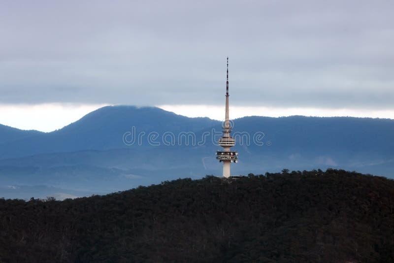 Canberra Communication Tower Concrete Structure Australia Winter Morgen lizenzfreies stockbild