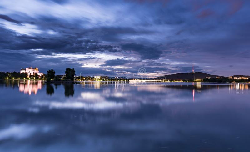Canberra-Nachtzeitszene See Burley-Greif stockfotografie