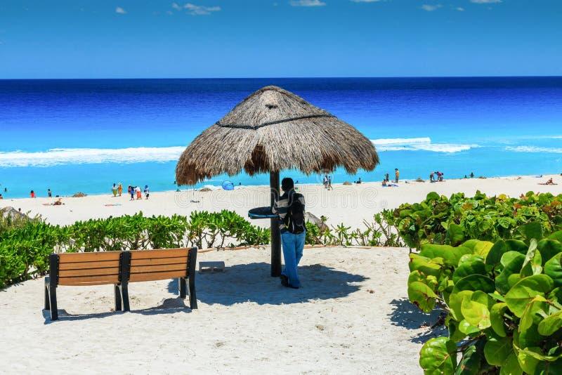 Cancún, Mexiko Dolphin Beach Playa Delfine, stranden på Riviera Maya royaltyfri fotografi